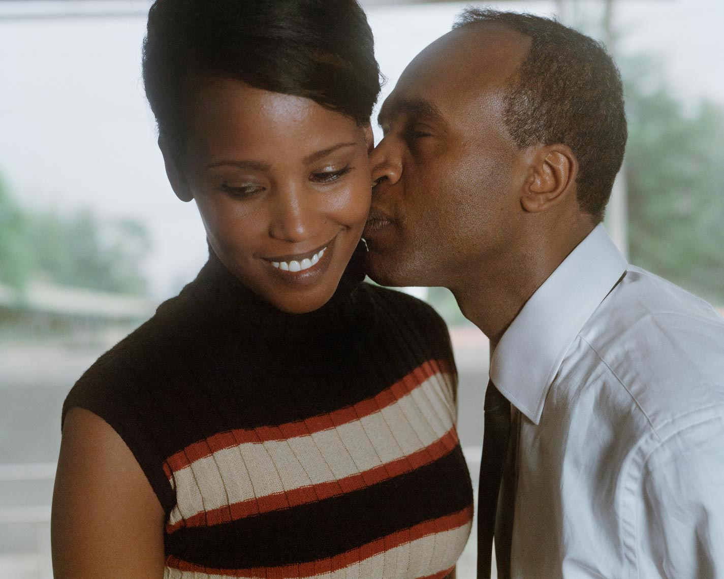 Tsegaye-kissing-roman-001_8x10_new